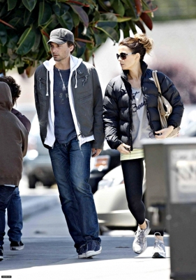 kate-beckinsale-and-the-north-face-nuptse-jacket-gallery