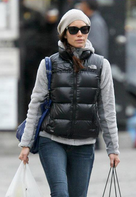"433c1b3e7 Jessica Biel in black The North Face ""Novelty Nuptse"" down vest ..."