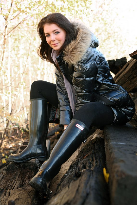 Black fur-hooded down coat and black Hunter boots | SHINY ...
